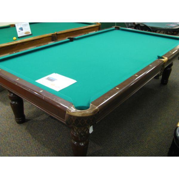 Table de billard 9 pieds usagée en bois d'Acajou massif avec pattes tournée, fini Noyer et tapis vert professionnel