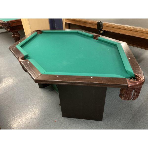 Table de billard unique en forme sextagonale avec 6 poches. Jouez à faire des combinaisons unique, pratiquez votre précision tir en combinaisons dans un espace compact.